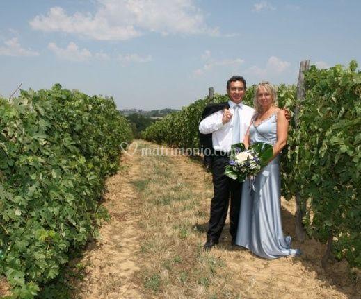 Matrimonio Vigneto Toscana : Gli sposi nel vigneto di cascina giovanola foto