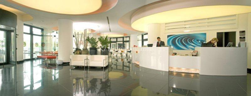 Aperitivo bordo piscina di amat design hotel foto for Amati hotel zola predosa