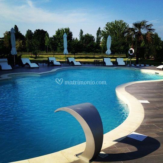 Aperitivo bordo piscina di amat design hotel fotos for Amati hotel zola predosa