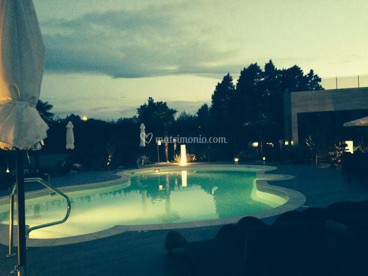 Aperitivo bordo piscina di amat design hotel foto - Zola predosa piscina ...