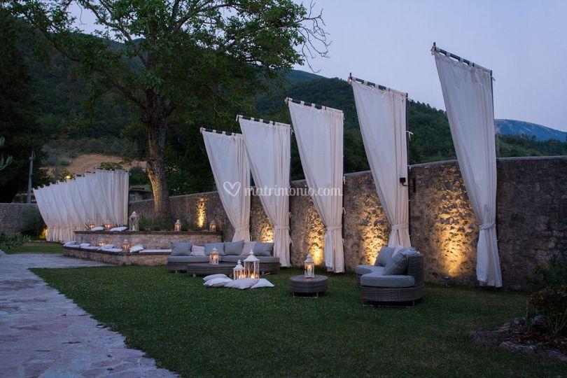 Giardino esterno di sera