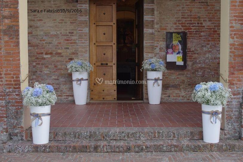 Fuori da chiesa di Les fleurs di Paola e Co.