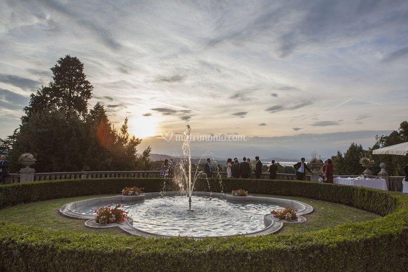 La fontana al tramonto