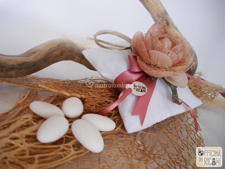Tessuto: lino bianco - Motivo: punto giorno sulla chiusura