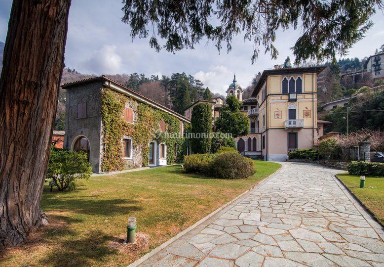 Vista villa e depandance