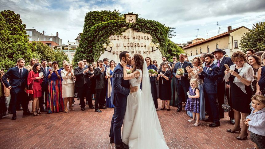 Sposi sul sagrato a Milano