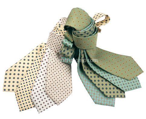 Cravatte bianche e verdi