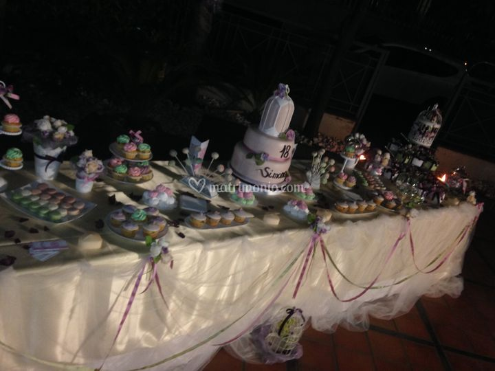 Allestimento tavolo dolci