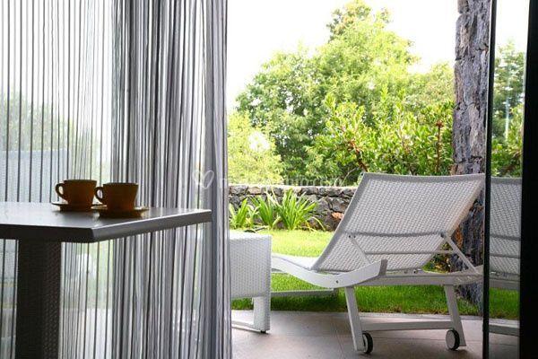 Camera con giardino