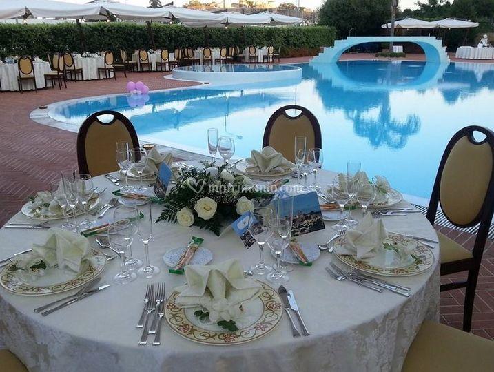 Matrimonio a bordo piscina di aktea resort foto for Addobbi piscina per matrimonio