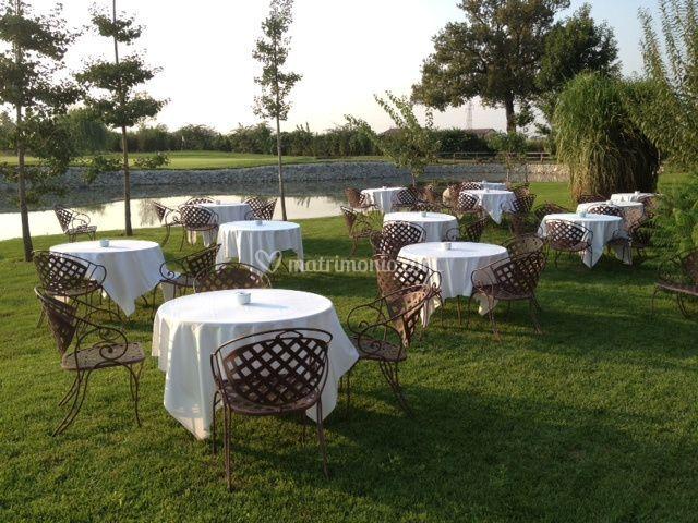 Buffet al lago tavolini