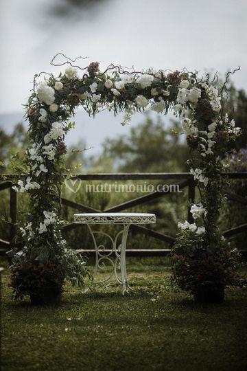 Arco fiorito per cerimonia civ