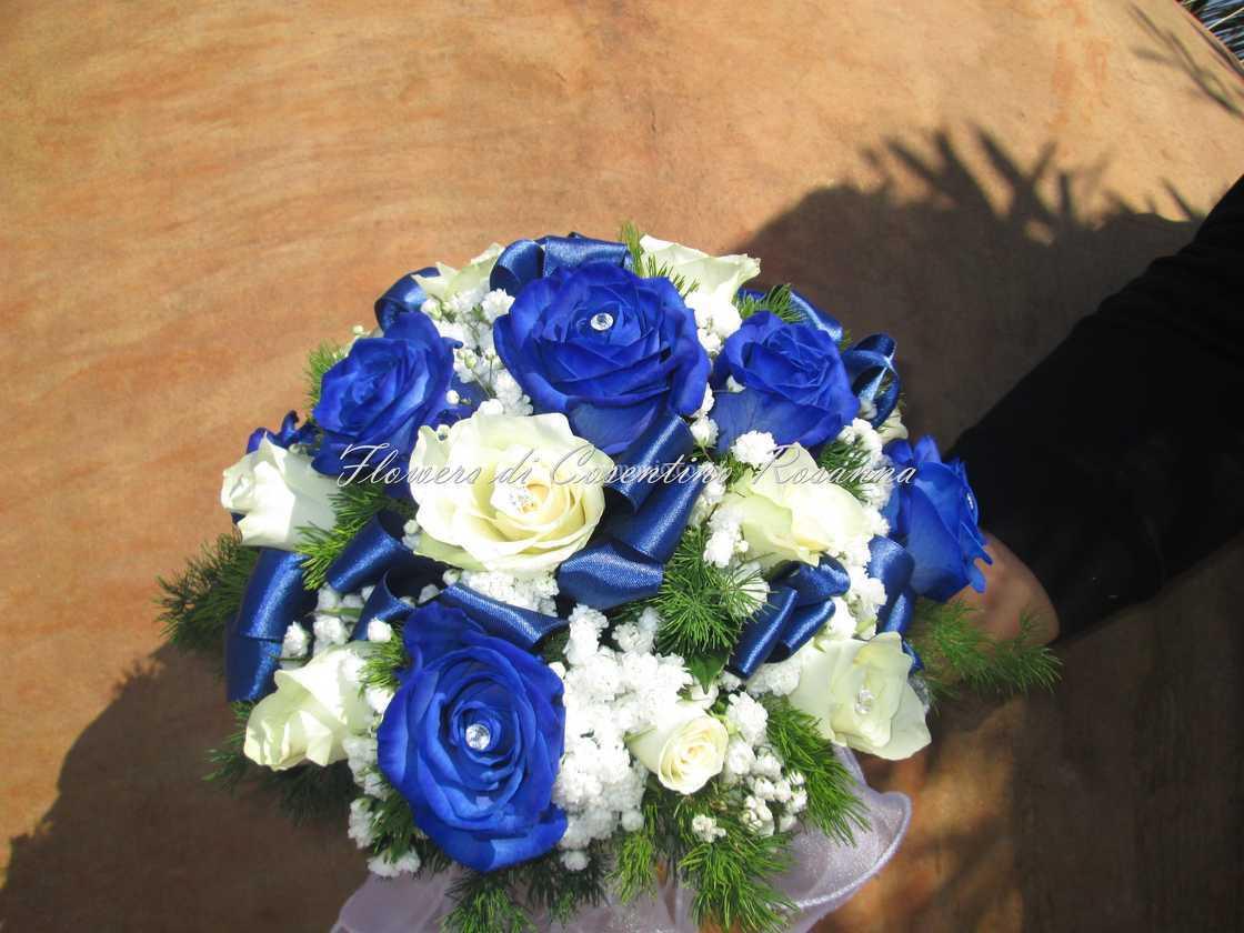 Bouquet Sposa Rose Blu.Bouquet Rotondo Rose Blu Di Flowers Foto 96