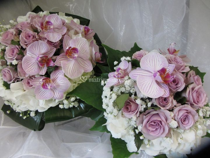 Bouquet di rose e orchidee