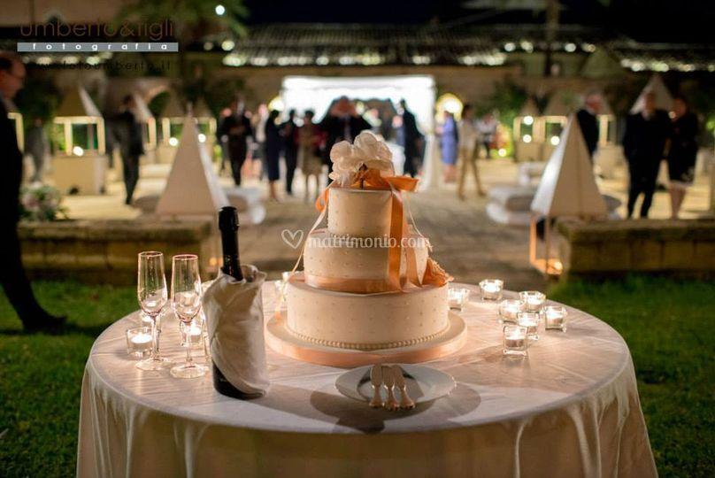 Tavola torta sposi