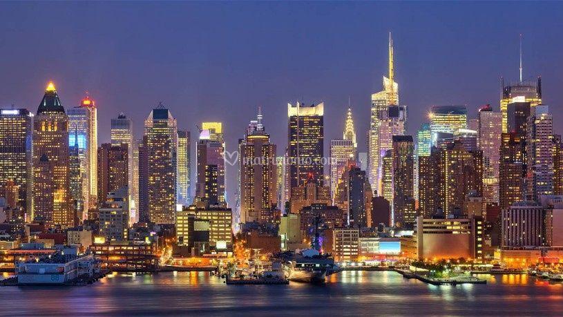 Matrimonio Simbolico New York : Tourist smile