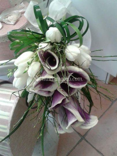 Bouquet di calle e tulipani