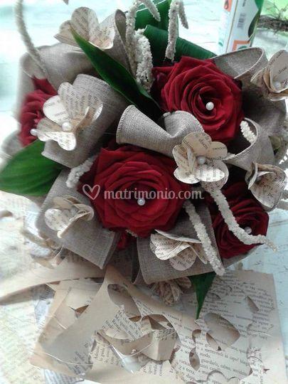 Bouquet rose rosse e dolci pen