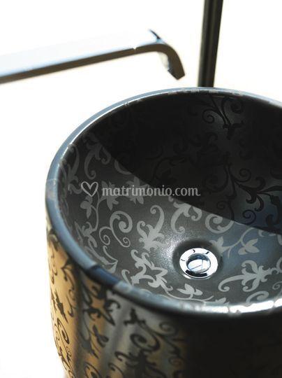 Lavabo centro stanza serie Basic nero decoro arabescato