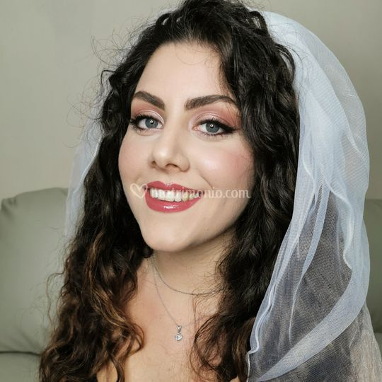 Makeup bride glow