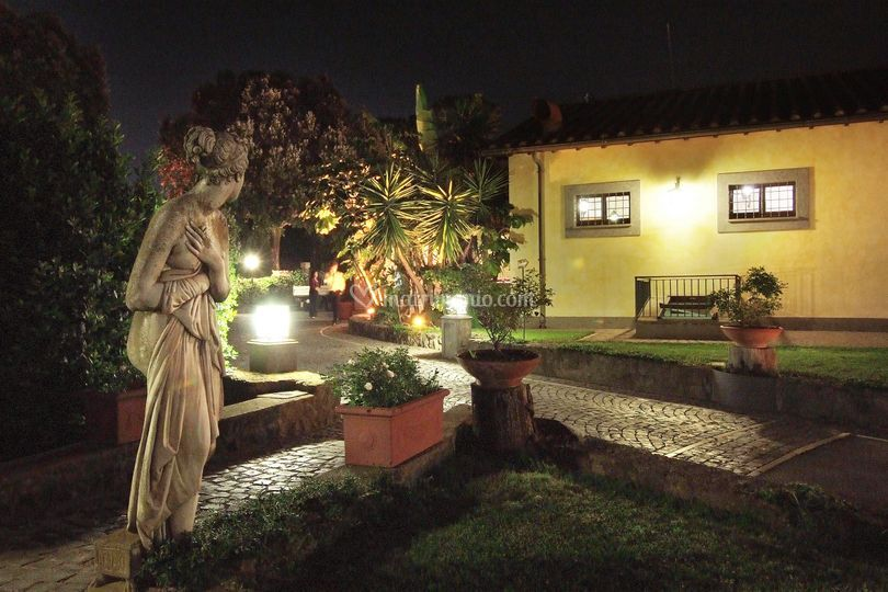 Quandro con angolo del Casale Accesso al Prato Sposi con statua
