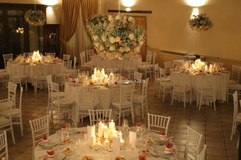Sala con sospensioni floreali