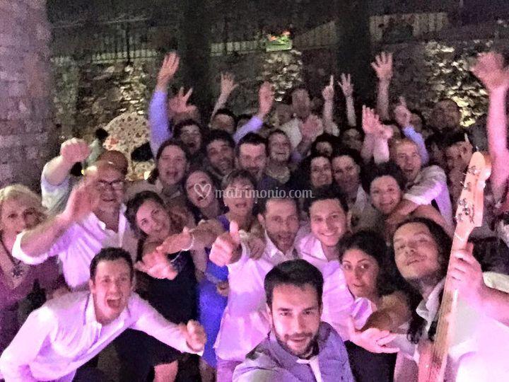 Selfie con sposi e invitati