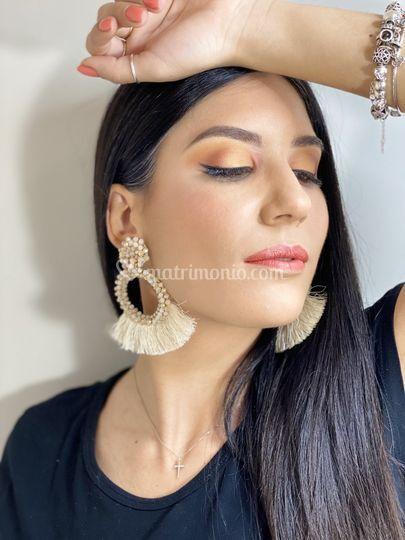 Make-up glamour