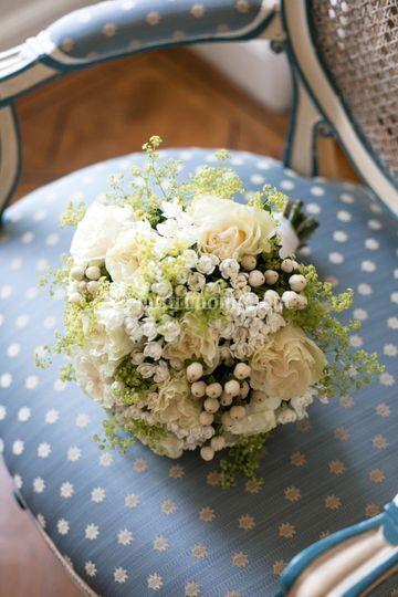 Bouquet romantico con bacche