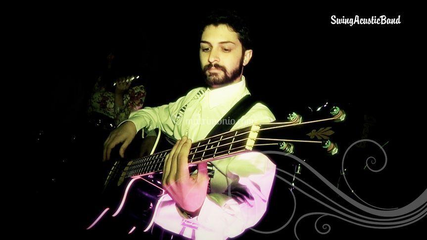 Il bassista e chitarrista