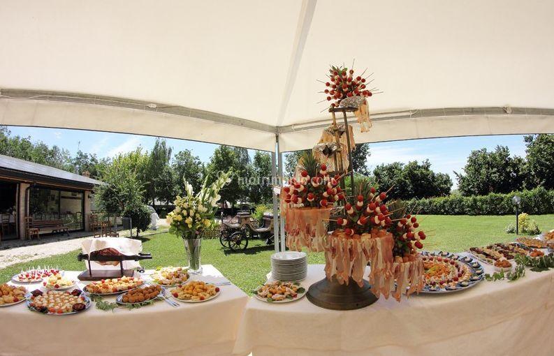 Popolare Buffet in giardino di Agriturismo Al Buttasella | Foto MZ92