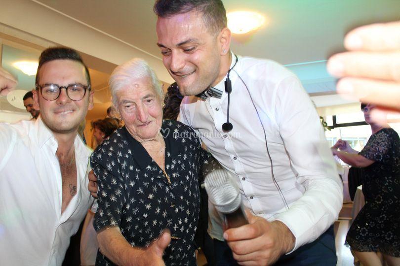 Balli con Nonnina 102 anni