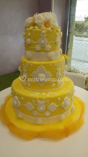 Yellow cake design
