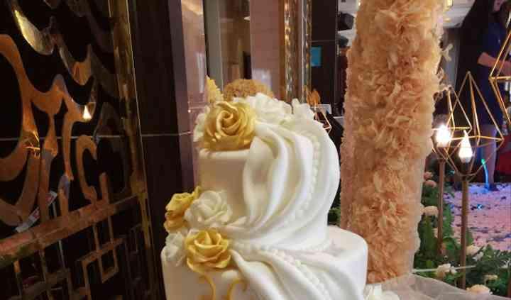 Wedding cake con rose e drappi