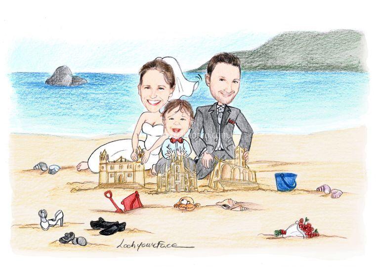 Sposi con figlio in spiaggia