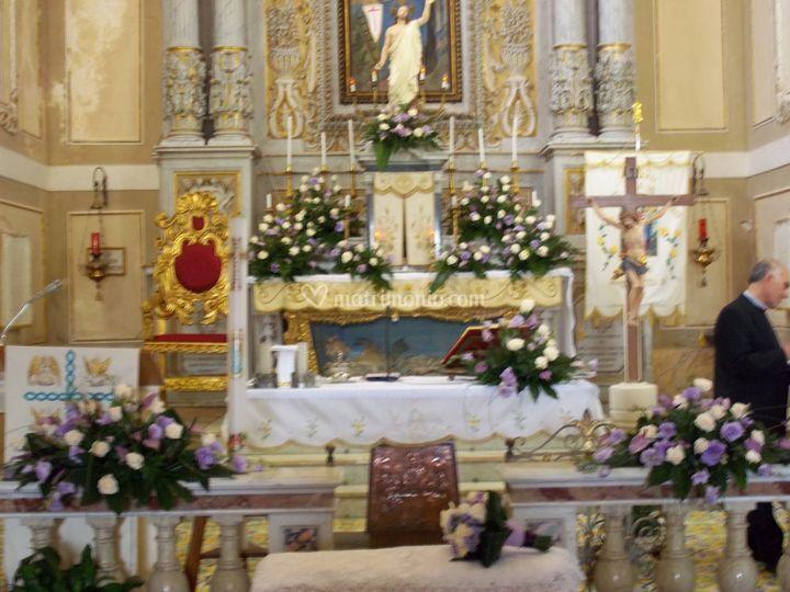 Addobbo chiesa con anthurium previa e rose panna