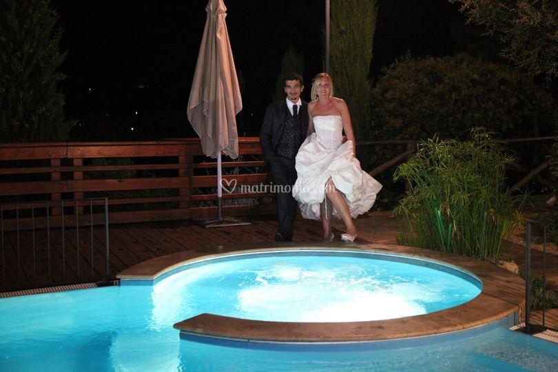 Sposi bordo piscina