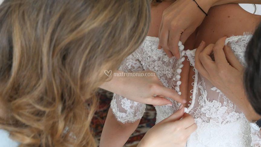 Tante mani per un vestito
