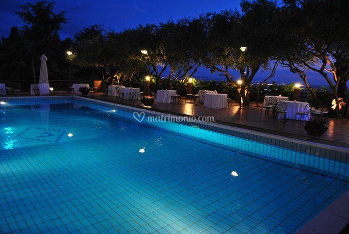 La terrazza piscina (notturno)