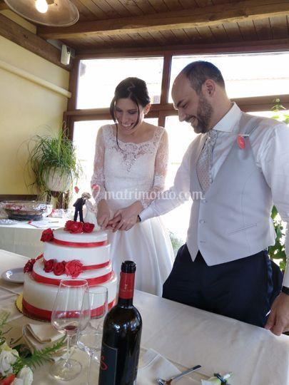 Sposi al taglio della torta!