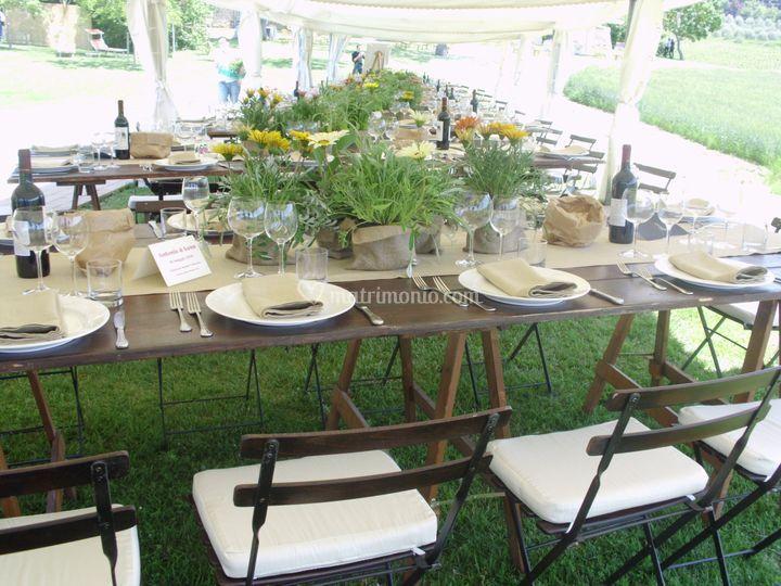 Allestimento tavoli legno