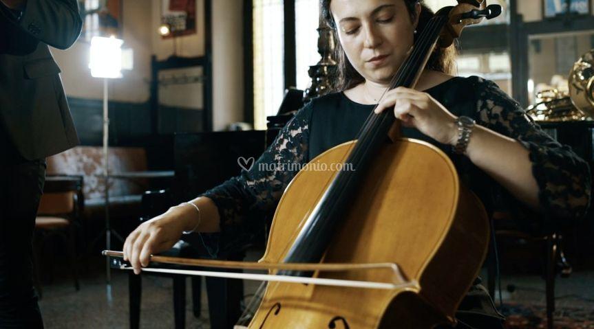 Nicole Leali al violoncello