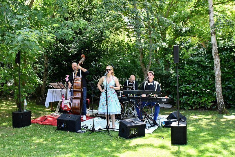 Musicisti in giardino