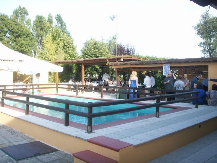 Il lago degli elfi for Bar piscina lago jardin 1
