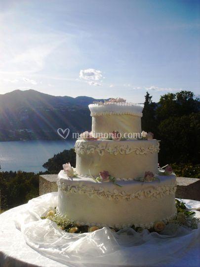 Wedding Cake Vista Lago