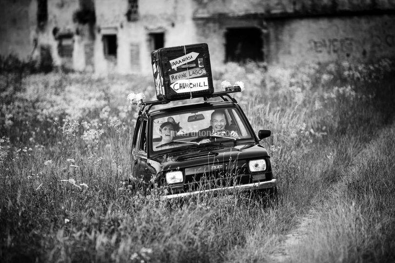 L'auto nel campo