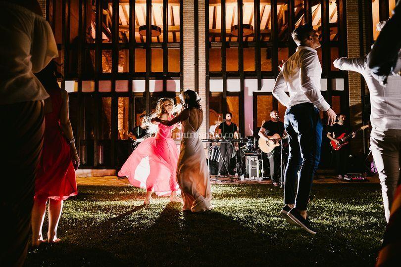 Il ballo in giardino