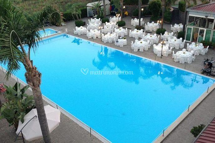 Matrimonio a bordo piscina di atlantis palace hotel foto for Matrimonio bordo piscina