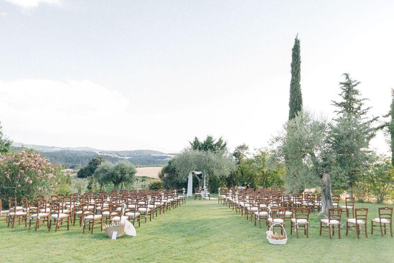 Romantic ceremony in Tuscany