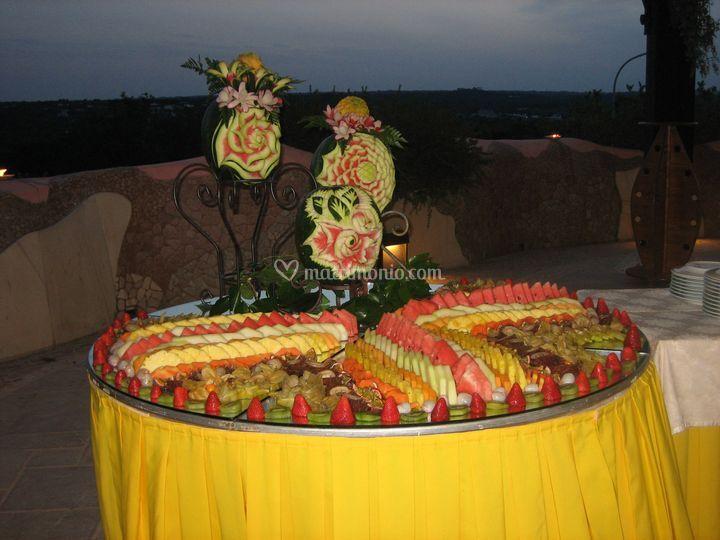 Buffet di frutta con panorama